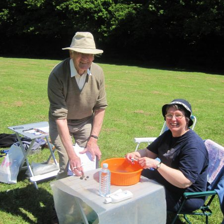 3 Geraldine Tigwell and John Keeling at the cleaning table | Photo by Lynda Manning