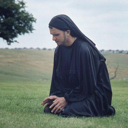 Chaucer contemplates another bawdy tale? | © Robert Hallmann