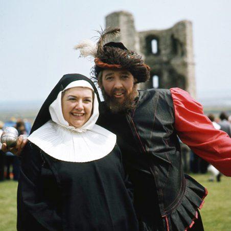 Cavalier and nun | © Robert Hallmann