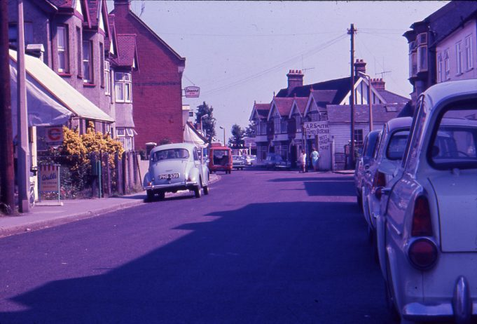 1977 High Street looking East to Castle pub | Ian Hawks