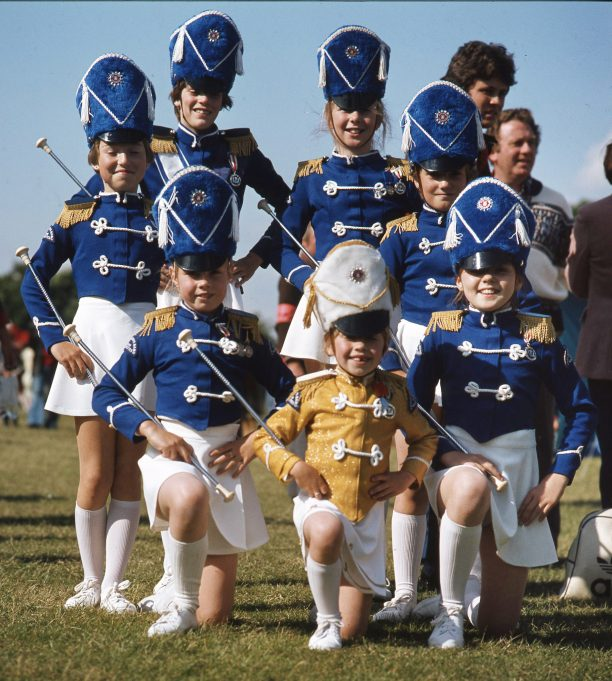 A Pride of Majorettes (front row left: Debbie Willson, centre: Band Mascot Michelle Willson | © Robert Hallmann