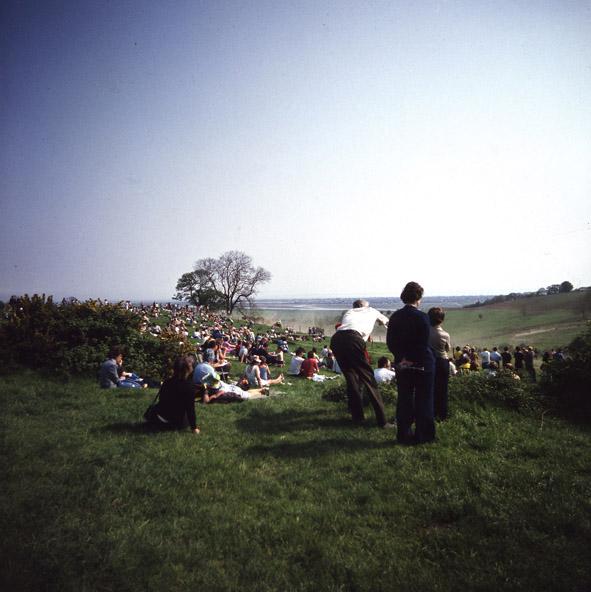 Spectators in the landscape | © Robert Hallmann