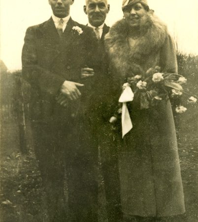 Henry George (Harry) Chalk and his wife Pauline (late 1930s). In the centre Herbert Angelo Chalk.   Gill and Colin Blackall