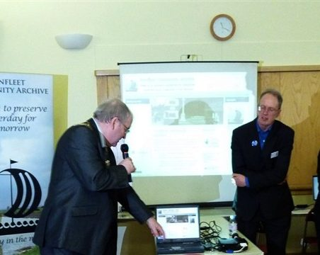Benfleet website turned on by Mayor of Castle Point, Councillor David Cross, 5th March 2011 | Janet Penn