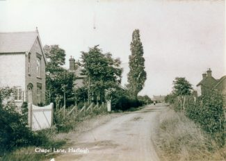 Chapel Lane looking north. The cottages on the right were pulled down to make way for the new Abbeyfield Care Home, built in 1983. My father was one of the first residents, after the death of my mother. The late Sir Bernard Brain MP used to visit him. | via David Guy