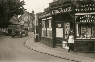 The Cingalee Tearooms at Hadleigh Corner | (Public domain)
