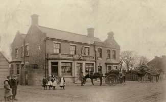 The Crown Hotel, pictured at around the early years of the 20th Century. | (Public domain)
