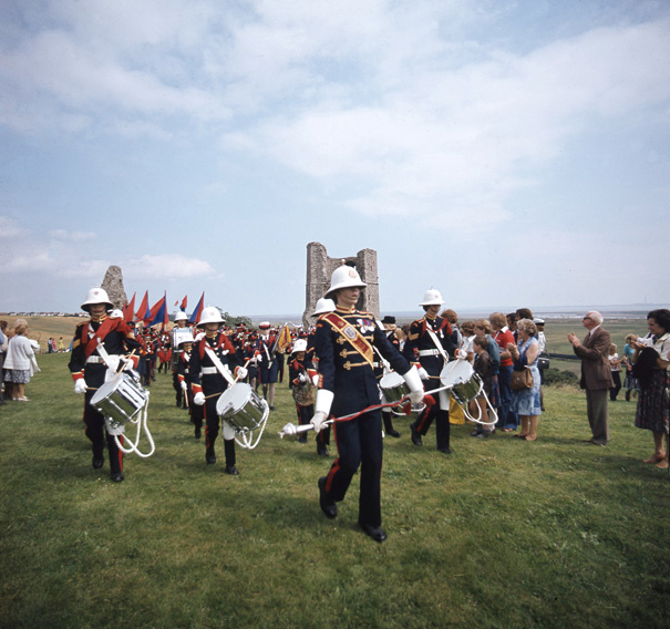Marching at Hadleigh Castle c.1978 | © Robert Hallmann