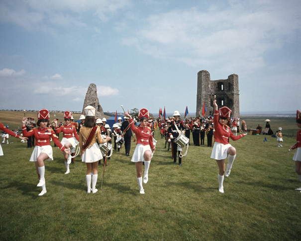 Drum Majorettes adding colour | © Robert Hallmann