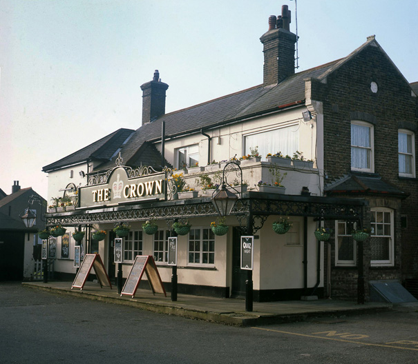The Crown a few years ago. The original rear of the building had become its flower-decked front behind a scruffy car park | © Robert Hallmann
