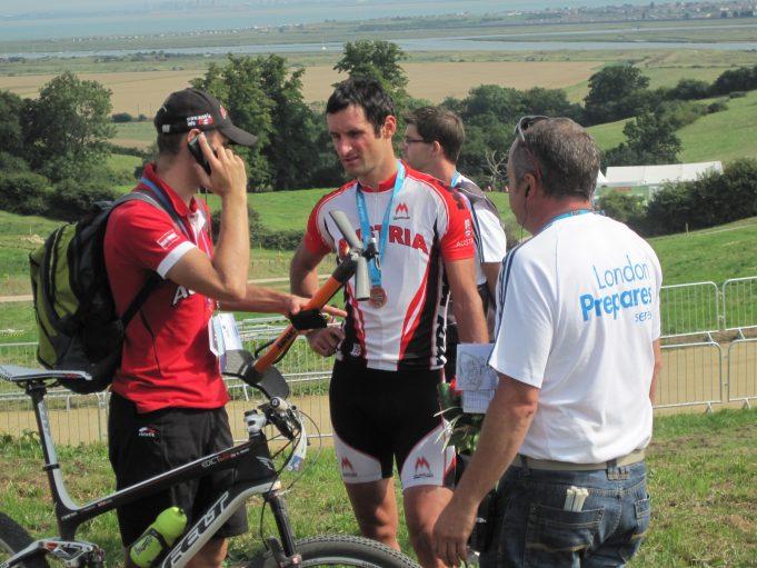 Karl Markt relaxing after the medal ceremony - 1st Julien Absalon (FRA), 2nd Christoph Sauser (SUI), 3rd Karl Markt (AUT) | Lynda Manning
