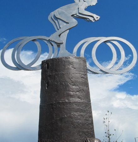 The top of the sculpture looking very effective against a blue Hadleigh sky | Graham Cook