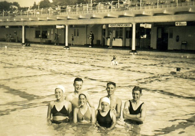 Far right Ian & Geoff; Southend pool | Ian