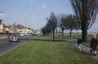 View east along London Road by the S.A fields | Gary Faux