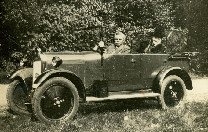 Their first car, about 1920. | Ian Hawks