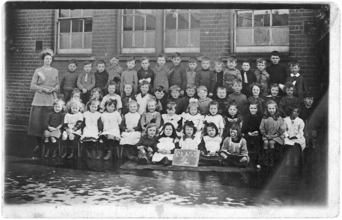 Who, Where and When? Somewhere in South East Essex   John Knott Collection