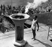 Lighting the Olympic Flame at the 1948 Olympic Games | www.london2012.com/games/olympic-torch-relay/history/