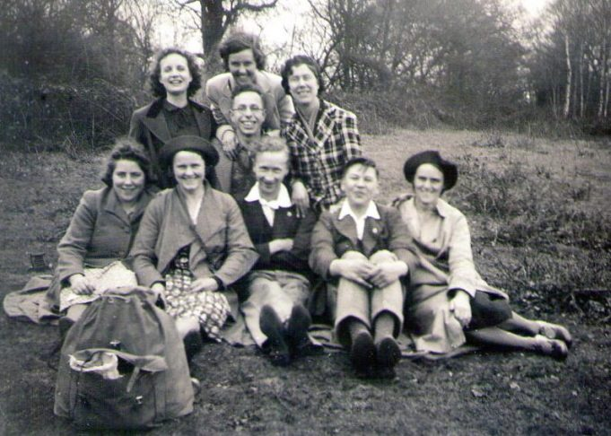 Nearing Billericay, L-R front row Marjorie, Hilda, Peter, Leslie and Erica, behind Jean, Douglas and Dorothy and right at the back Susie. | Mary Armour