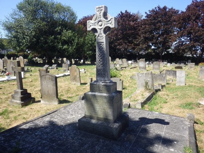 Yeaxlee Tomb at St James | Hadleigh & Thundersley Community Archive